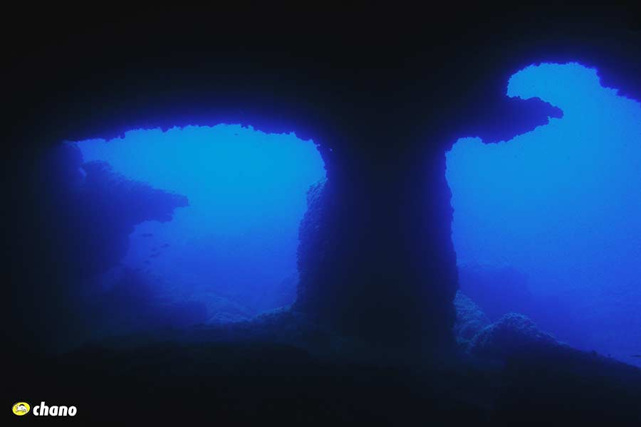 Buceo en cuevas, Menorca. Diving in caves, Menorca.