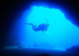 buceo en cuevas, diving in caves Menorca