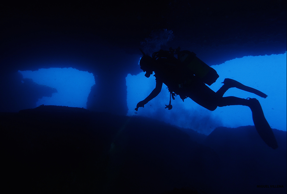 buceo en cuevas en Menorca, diving in caves in Menorca