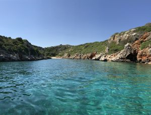excursion en barca por las calas del sur de menorca